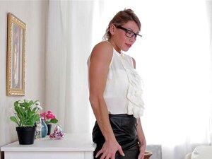 . A Senhora Sexy Tira Roupas Elegantes, Masturbação A Solo, Óculos Louros, Masturbação, Solo, Hd, Rita Rush. Porn