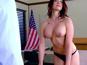 A Morena Americana Está Tão Excitada Que Quer Fazer Sexo Na Mesa! - Chanel Preston Porn