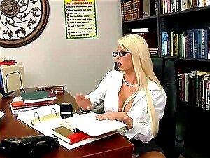 Transando Com A Linda Loira MILF Brooke Haven No Escritório Porn