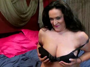 USAwives Horny Maduros Solo Brinquedos Masturbação, Curvy Senhora Madura Está Brincando Com Seus Peitos E Buceta Usando Brinquedo Encontrar Este Vídeo Na Nossa Rede Oldnanny.com Porn