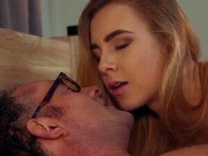 Sugar Daddy Partilha Duas Irmãs Na Cama Fode Ambos Os Adolescentes Porn