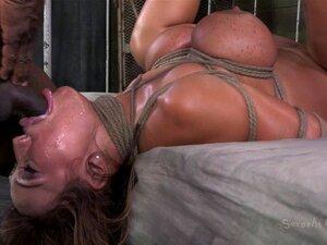 DP Com Um Bdsm De Garganta Profunda. Ava Devine é Atacada Por Dois Da BBC E Depenou - Se Enquanto Presa Violentamente Porn