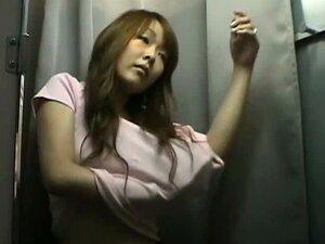 Pequeno De Peito Cutie Asiático Numa Câmera De Espião Quarto Mudança Porn