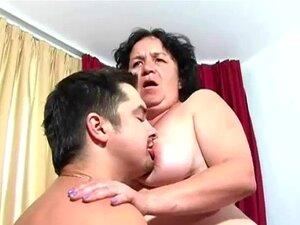 A Avó Ainda Adora Anal. A Avó Gorducha é Fodida Por Um Tipo Mais Novo. Porn