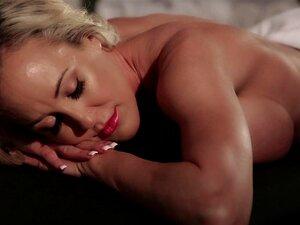 A Massagem De Rapariga Para Rapariga Transforma-se Rapidamente Numa Sessão Lésbica Sensual-Syre Soberana, Brandi Love Porn