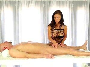 Incrível Galo Ordenha Ação Debaixo Da Mesa Porn