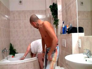 BBW Obtém Bateu Na Casa De Banho Porn