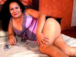 Latinchili Madura Sharon Brinquedos Solo Masturbação, Latim Mais Velho Vovó Usando Brinquedos Para Prazer Masturbação Porn