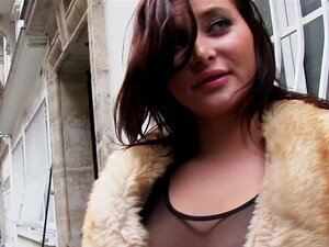 Babe Busty Francês Que Trepa Por Dinheiro, Cara Encontrado Desesperado Frech Beleza Nas Ruas Que Precisa De Dinheiro Imediatamente Para Ele A Leva Em Seu Apartamento, Onde Ela Suga-lo No Corredor E Fode No Quarto Porn