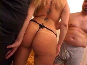 MILF Loira Na Tanga Aperta Suas Tetas Agradável No Couc Porn