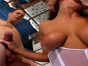 XY Cuckold Faz Sexo A Três Para A Noiva Deslumbrante No Quarto Porn
