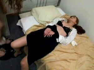 Mulher Devastada Por Travesti. O Travesti Arrasa Uma Rapariga Inocente E Cum Na Sua Rata Porn
