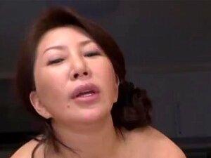 Wako Anto Maduro Asian Babe Quente Na Posição 69, Gata Asiática Madura Da Wako Anto Goza De Se Exibindo Em Fotos De Upskirt De Suas Guloseimas Bem. Ela Engole O Pau Do Cara Dela E Obtém Uma Porra De Mama, Uma Vez Que Ele é Aquecido. Eles Ficam Em Posição  Porn