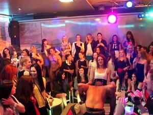 Incrível Estrela Pornô Em Cena Fabulosa Xxx Europeu, Preto E ébano, Seu Embalado No Clube De Strip Hoje à Noite E Uma Dama Especial Está Recebendo Tratamento Para Um Boquete De Qualidade De Uma Das Strippers Bonitão. Pumas Podem Ser Encontradas Chupando P Porn