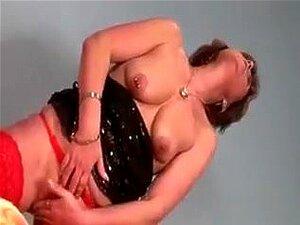 Loira Vadia Madura A Dar Prazer à Sua Rata Esfomeada Na Cama, Porn
