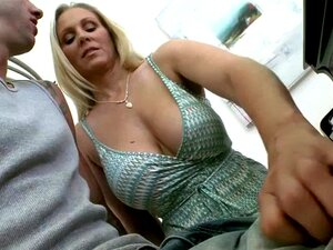 Chloes Stepmoms Primeira Vez Sexo Trio No Quarto No Doggystyle Porn
