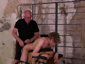 O Gay Mais Novo é Torturado Pelo Seu Namorado Gay Mais Velho - HD-Sebastian Kane, Lucian Fair. Porn