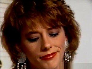 A Melhor Estrela Porno Corby Wells Em Filmes Pornográficos Morenos E Maduros. A Morena Tatuada, Corby Wells, Vai Dobrar-se E Dar-te Uma Camisola De Látex Do Olho Castanho E Do Rabo, Sem Cuecas. Em Seguida, Ela Senta-se E Começa A Masturbar-se Para Um Orga Porn