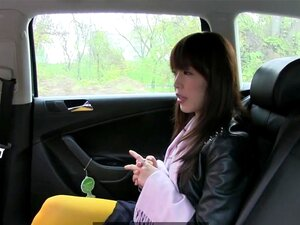 FakeTaxi Quente Asian Babe Bateu No Banco De Trás Do Táxi Porn