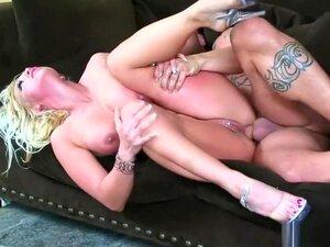 Mãe Loira Empilhada Nikki Hunter Revela Sua Paixão Por Sexo Anal Violento, Porn