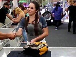 Mulher Atraente Chupando Pau Por Dinheiro Porn