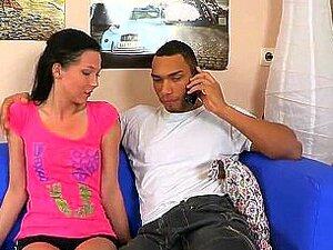 O Homem Assiste Com O Check-up De Hímen E O Arado Da Virgin Teen Porn