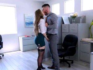 Lena Paul Vai Até Aos Joelhos E Faz Um Broche Mike Mancinis Thick Man Meat Porn