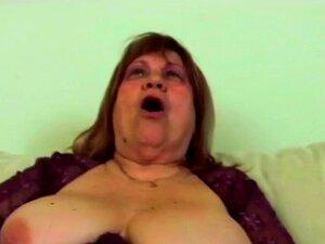 O Big Titted GILF é A Melhor Prostituta Do Bairro. Porn