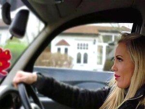 Um Tipo Loiro Pervertido De Táxi. Maminhas Gigantes Pervertidas Taxistas Loiras Amarraram O Passageiro No Banco De Trás E Chuparam-lhe A Pila E Depois Livraram-se Da Pila Excitada Até Ele Se Vir. Porn