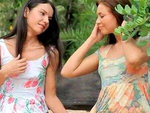 Bonito Outdoor FFM Anal Ménage à Trois Porn
