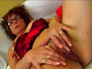 A Velha Nerd, A Jana, Aproveita-se De Um Homem Mais Novo. Porn