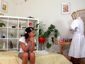 Lesbian MILF Brinquedos Teen Na Buceta Raspada Porn