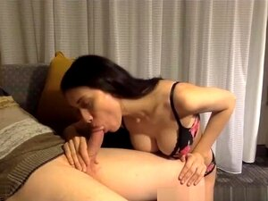 Desenvolto Mamas Abalada Durante Boquete, Uma Beleza Natural Com Seios Rosados Coloca Em Um Show De Boquete Que Termina Com Um Tratamento Facial. Porn
