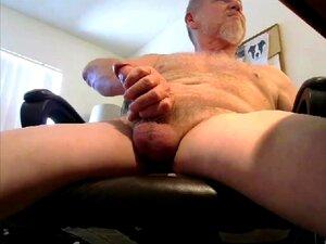 Velho E Peludo Homem Barbudo A Descarregar A Pila Porn