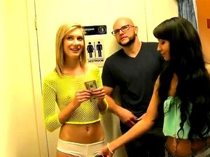 A Loira Bimba Chloe Brooke A Chupar Pilas No Money Talks Stunt Porn