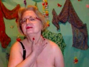 Uma Avó Americana Loira A Masturbar-se Na Webcam. Porn