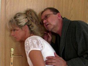 Seus Pais Velhos Truques Dela Em Ménage à Trois Porn