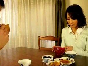 Cuidado De Mãe Japonesa Ajuda Seu Filho A Masturbar Porn
