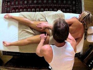 Os Pobres Clientes Batiam E Copulavam Na Mesa De Massagens. Porn