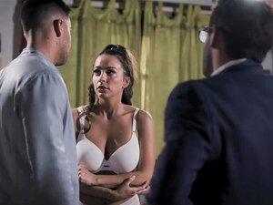 Abigail Espalhar As Pernas Largas Para Dois Homens Com Tesão Que Se Aproveitou De Sua Porn