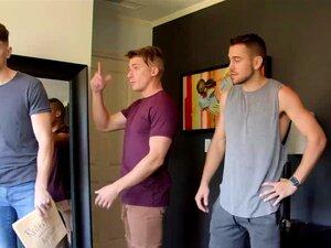 Três Companheiros De Quarto Gay A Partilhar Tempos Anais Porn