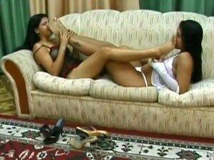 Solas De Intensas Rastreamento Entre 2 Lésbicas Brasileiras Júnior, Apaixonadas Júnior Morenas Brasileiras Lésbicas Profunda E Lustfully Cheirar Uns Outros Quente Fedorentas SOLAS (brasileiro Solas Dos P S Cheirando)! Dedicado A Minha Melhor Amiga Lésbica Porn