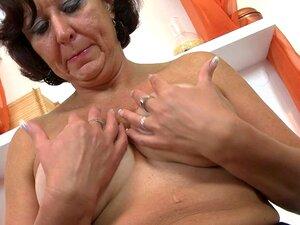 Avó De Amador Bunda Gorda Brincando Com A Buceta Molhada Porn