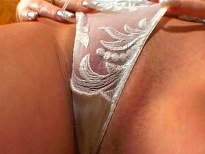Loira Gata Na Calcinha Sexy Se Masturbando Porn