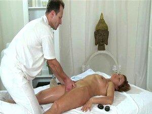 MILF Quente E Salas De Massagem, Goza De Grandes Dedos Oleosos Profunda Em Seu Bichano Molhado Suculento Porn
