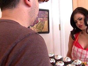 Mamas Grandes No Trabalho: Cozinhar Com A Kendall. Kendall Karson, Preston Parker. Preston Parker é Um Produtor De TV Que Está Tentando Fazer O Próximo Grande Programa De Culinária. Os Superiores Da Rede Exigiram Que Trabalhasse Com O Kendall Karson, Mas  Porn