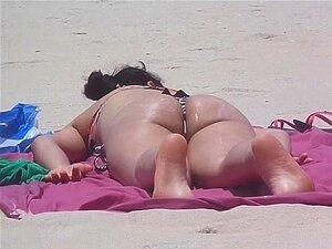 Branquinha Com Biqu&iacute_ni Socorro Na Praia Porn