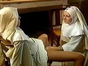 Pornô Alemão - Duas Freiras Têm Sexo Com Um Padre Porn