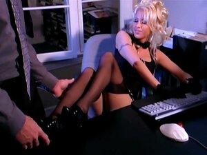 Sexo Fantasia De Secretária Em Meias E Uma Liga Porn