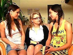 Duas Gostosas Karina E Mandy Aprendem Como Ser Lésbicas Porn